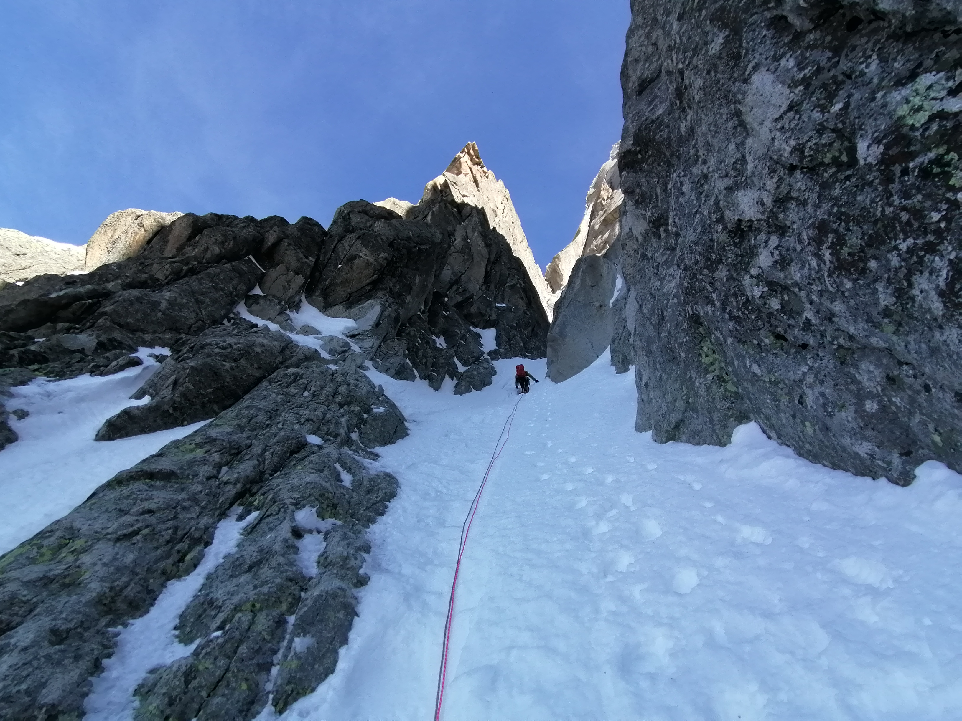 Snow couloir in the middle part